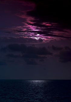Untitled | Ro Ariass | Flickr Beautiful Moon, Beautiful World, Beautiful Images, Simply Beautiful, Purple Sky, All Nature, Nocturne, Belle Photo, Night Skies