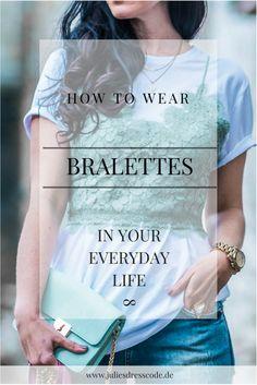 Trend watch Bralettes im Alltag Julies Dresscode Fashion Blog | Wie kombiniert man Bralettes so dass sie alltagstauglich sind? | Spitzentop, Bralette, Oversize Shirt, ripped Jeans, distressed Jeans, weiße Pumps, mintgrün. How to wear a bralette in everyday life, outfitshare, outfit inspiration, lace, denim |OOTD Outfit of the day | https://juliesdresscode.de