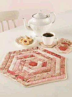 Quilting - Kitchen Patterns - Candle Mat, Coaster, & Mug Rug Patterns - Wrapped in Roses Quilting Tutorials, Quilting Projects, Sewing Projects, Table Runner And Placemats, Quilted Table Runners, Small Quilts, Mini Quilts, Paper Piecing, Little Presents