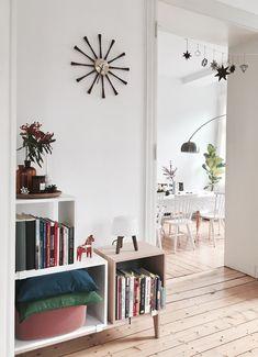 Türchen #21 | SoLebIch.de - Foto von Mitglied HotchocolateDrop #solebich #interior #einrichtung #inneneinrichtung #deko #decor #regal #shelf #wanduhr #clock