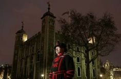A Yeoman Warder standing in front of the White Tower at night . Tower of London key ceremony. Apply month in advance for tickets Lonely Planet, Thing 1, Tower Of London, London Life, London Calling, Buy Tickets, Ireland Travel, London Travel, Great Britain