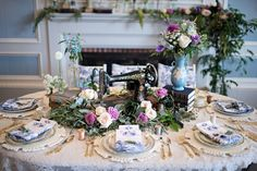 Sewing machine as a centrepiece / Kristen Weaver Photography