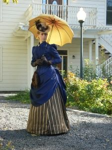 1887 Victorian Bustle Dress and Parasol - Stansbury House, 2012 Source by juijksilver fashion dress Victorian Era Dresses, Victorian Costume, Victorian Women, Vintage Dresses, Vintage Outfits, Victorian Gothic, Gothic Lolita, Edwardian Fashion, Vintage Fashion