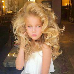 So beautiful golden hair - Hair Styles Beautiful Little Girls, Beautiful Children, Best Beauty Tips, Beauty Hacks, Little Girl Hairstyles, Cool Hairstyles, Golden Hair, Bridal Hair, Blonde Hair