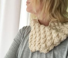 This Toffee Mock Cable Cowl may be the easiest way to achieve the cabled look with absolutely no cable knitting or slipping stitches. Using simple knitting and purling, even beginners can achieve the cabled look in this cowl knitting pattern. Cable Cowl, Cable Knitting, Circular Knitting Needles, Knit Cowl, Knitting Stitches, Free Knitting, Knitted Cowls, Simple Knitting, Knitting Scarves