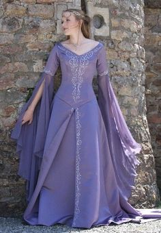 2015 Medieval Wedding Dress LOTR Renaissance Fantasy Gown Lavender Fairy Gown