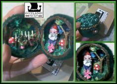Mini gnome house diorama with gnome in his garden, and toadstools - Handmade OOAK- EXCLUSIVE! #gnome house.  . #fairy_gardens - #fairies -  #jardín_de_hadas #gnome_houses  - #casas_de_duendes