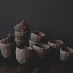 Beautiful black matt 'pinch pots' by Skandihus. The pots are perfect for tea lights, Ceramic Tableware, Ceramic Bowls, Ceramic Art, Ceramic Mugs, Clay Pinch Pots, Ceramic Pinch Pots, Pottery Mugs, Ceramic Pottery, Slab Pottery