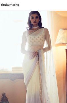 Lovely pattu saree blouses design Read info on . Indian Blouse, Indian Sarees, Pakistani Outfits, Indian Outfits, Ethnic Outfits, Saris Indios, Saree Gown, Lehenga, Saree Blouse