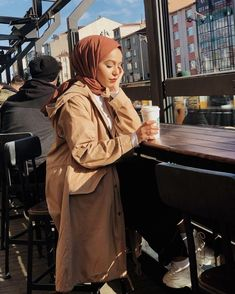 A scarf is an essential portion in the clothes of ladies with hijab. As it is the central accent in which tid Hijab Chic, Casual Hijab Outfit, Hijab Dress, Ootd Hijab, Modern Hijab Fashion, Muslim Fashion, Womens Fashion Online, Latest Fashion For Women, Hijab Mode Inspiration