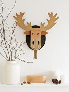 DIY holiday reindeer wall decoration (free template and tutorial)
