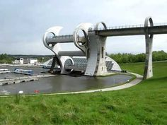 Falkirk wheel timelapse Funny Photoshop Pictures, Best Funny Pictures, Falkirk Wheel, Welcome To The Future, Boat Lift, Amazing Gifs, World Pictures, Worlds Of Fun, Glasgow