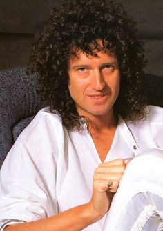 Brian May in Japan, May 1985 photo by  Koh Hasebe  source:Queen: Through The Years - A Photographic History