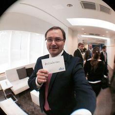 Toimitusjohtaja Veli-Matti Mattila matkalla puhumaan analyytikoille. #elisalainen Instagram