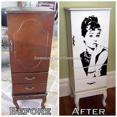 Voici une belle idée avec un vieux meuble, un peu de peinture et un sticker Audrey Hepburn. Haudrey hepburn armoire