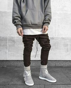 by blvckmvnivc Trendy Mens Fashion, Mens Fashion Suits, Men's Fashion, Men With Street Style, Urban Street Style, Rapper Outfits, Clothing Hacks, Streetwear Fashion, Ideias Fashion