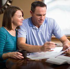 Um casal analisa o seu orçamento