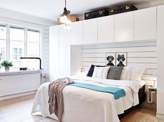 Bright Small Apartments Decorated Beautifully and Comfortably: Charming Modern Bedroom In Decorade With Recycled Accssories With White Closet Design Above The Bed With Hardwood Flooring Modern Bedroom Design, Interior Design Living Room, Design Interior, Contemporary Bedroom, Modern Room, Small Apartments, Small Spaces, Bedroom Storage, Bedroom Decor
