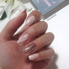 31 Chic Glitter Nail Art Designs #nailart #nails #nailcolor #glitternails #manicure