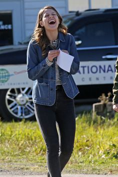 Melissa Benoist - set to begin filming the upcoming DC crossover for The CW in Vancouver ( October 12 ) Kara Danvers Supergirl, Supergirl Tv, Supergirl And Flash, Dc Comics, Melissa Benoit, Melissa Supergirl, Melissa Marie Benoist, Cw Series, Summer Fashion Trends