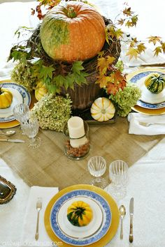 Fall dining room table setting and centerpiece decor ideas @A T The Picket Fence