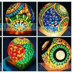 Seminario de luminarias en mosaico Mirror Mosaic, Mosaic Art, Mosaic Glass, Stained Glass Lamps, Leaded Glass, Mosaic Bowling Ball, Mosaic Bottles, Mosaic Garden, Mosaic Designs