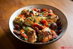 I suggest you a simmered recipe: a simmered chicken chorizo. That's it … - Quick and Easy Recipes Meat Recipes, Chicken Recipes, Cooking Recipes, Healthy Recipes, Pollo Guisado, Chicken Chorizo, Food Tech, Tomate Mozzarella, Meat Chickens