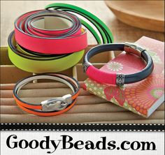 Mix your Regaliz Leather bracelets with touches of Neon!
