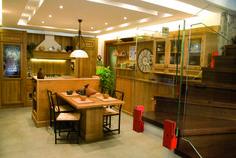 Cucina classica, in vero legno, realizzato in falegnameria #cucinasumisura #cucinainlegno #classica #rustica Bar, Table, Furniture, Home Decor, Decoration Home, Room Decor, Tables, Home Furnishings, Home Interior Design