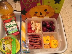 I cannot stop looking at these lunch ideas this woman makes for her son. Great idea for the kids!