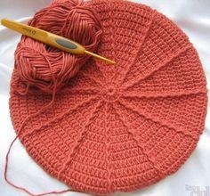 Modele de caciuli crosetate culese de pe internet Shabby Chic Blossom Hat for Baby Sarah Cooper Copyright 2009 Materiale: - cro. Crochet Beret, Crochet Motif, Crochet Stitches, Knitted Hats, Crochet Girls, Crochet Baby, Beautiful Crochet, Crochet Crafts, Knit Patterns
