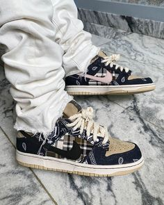 Travis Scott Shoes, Travis Scott Outfits, Travis Scott Fashion, Travis Scott Style, Sneakers Mode, Sneakers Fashion, Fashion Shoes, Shoes Sneakers, Nike Fashion