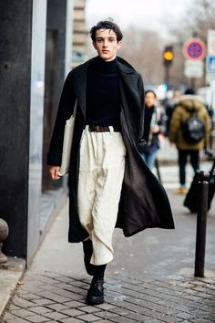 Men high waisted loose-fit pants and oversized coat AW16