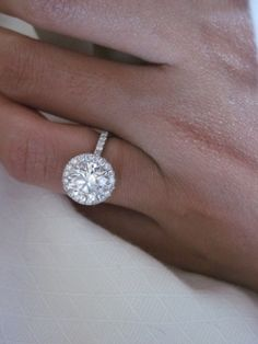 I don't usually love round rings but this is so beautiful!