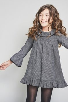 Invierno 17 Frocks For Girls, Little Girl Dresses, Girls Dresses, Kids Winter Fashion, Kids Fashion, Fashion 2016, Top Mode, Girl Dress Patterns, Baby Girl Fashion