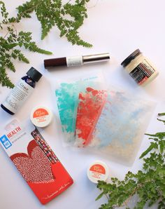 What's In My Goodbeing Box! A great way to discover new natural, non-toxic beauty products! www.crunchologie.com