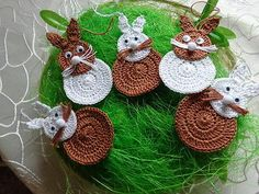 Hasen Hase gehäkelt Osterstrauss häkeln 5 Hasen 9 cm Ostern Osterschmuck n1 Easter Crochet, Crochet Bunny, Knit Crochet, Easter Art, Easter Bunny, Crochet Potholders, Yarn Needle, Knitted Blankets, Crochet Accessories
