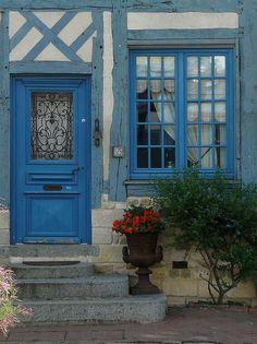 la maison bleue, Beaumont-en-Auge,  photo by lexovien