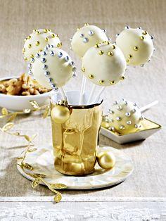 Walnuss-Cakepops mit Zuckerperlen