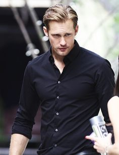 Alexander Skarsgard- Eric Northman bite me anytime True Blood Hot Actors, Actors & Actresses, Eric Zimmerman, Estilo Bad Boy, Gorgeous Men, Beautiful People, Skarsgard Family, Raining Men, Attractive Men