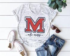 Ole Miss Tee -- Graphic Tee -- Women's t-shirt -- Women's Fashion Softball Mom Shirts, Sports Shirts, Fashion Night, Women's Fashion, Ole Miss, Vinyl Shirts, Graphic Tees, T Shirts For Women, Trending Outfits