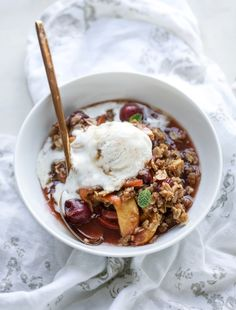 cherry peach crisp with oatmeal cookie crumble I howsweeteats.com