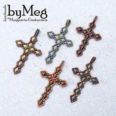 Pärlade kors med DiamonDuo #diamonduo #beadwork #cross