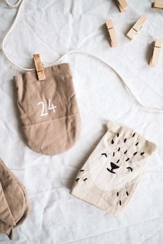 The most beautiful, sustainable Advent calendars and I'll tell you which little gifts we fill our Advent calendar with Vintage Picture Frames, Vintage Pictures, Christmas Holidays, Xmas, Advent Season, Clothes Pegs, Fabric Bags, Small Bags, Little Gifts
