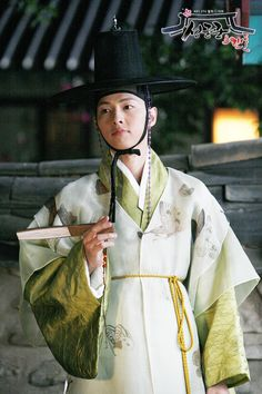 구용하 - Song Joong Ki looking as handsome as ever in this period hanbok.