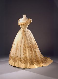 1865 - Ballgown - The straw embroidery on this dress makes it particularly spectacular worn over a crinoline. The crinoline, (French: crin – horsehair) was originally a stiff petticoat that gave the skirt over it its fullness. Later this term was used for the dress itself. © Wien Museum