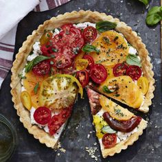 When made with tomatoes in a variety of colors and sizes, this elegant tomato tart becomes a showstopper on your summertime table. Heirloom Tomato Tart with Ricotta and Basil… Heirloom Tomato Tart, Heirloom Tomatoes, Heirloom Tomato Recipes, Tart Recipes, Cooking Recipes, Good Food, Yummy Food, Savory Tart, Ricotta
