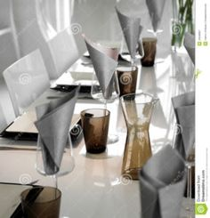 Modern Table Setting Pictures