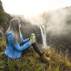 emitoms Was excited to work with one of my favorite brands last week, @eddiebauer ☺️. From September 16-18th they are going to be giving out free coozies at the University Village store in Seattle, Washington. A lot of you ask me where I get some of my outdoor gear, and this is definitely the place ! Their down jackets are my absolute favorite 👌🏻