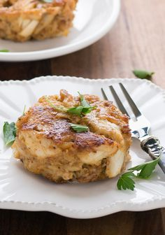 Classic Maryland Crab Cakes These crab cakes are ideal for Phase 3 of The Fast Metabolism Diet! The combination of eggs, fresh sprouted-grain breadcrumbs, and safflower yields the best soft and flaky cakes that will keep the metabolism burning. Fast Metabolism Recipes, Metabolism Boosting Foods, Fast Metabolism Diet, Metabolic Diet, Maryland Crab Cakes, Low Calorie Desserts, Low Calorie Recipes, Diet Recipes, Healthy Foods To Eat
